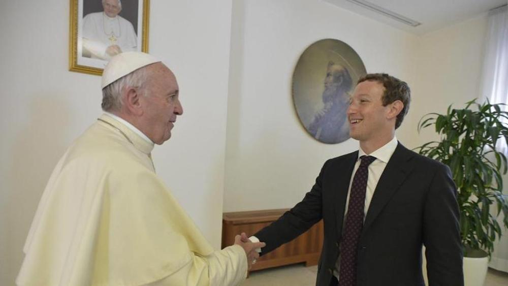 Papa și Zuckerberg